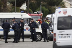 915424_french-crs-police-block-a-street-during-a-raid-on-a-house-to-a      rrest-a-suspect-in-the-killings-of-three-children-and-a-rabbi-on-monda      y-at-a-jewish-school-in-toulouse.jpg